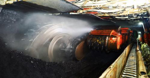 圖為臨礦集團菏澤煤電郭屯煤礦3301智能化工作面采煤機。(孔慶玉 攝)