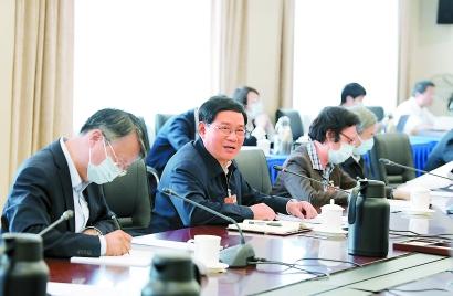 使法治成为上海核心竞争力重要标志 上海代表团举行分组会议