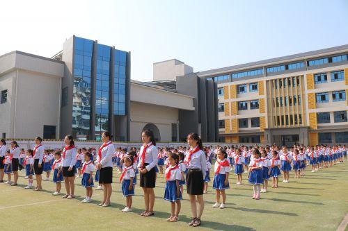 迎接少代会,争做好少年——江西省宜春市实验小学举行一年级新生首批入队仪式