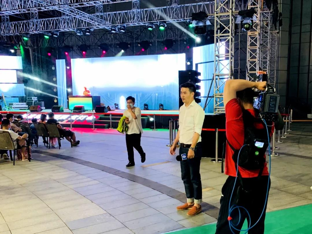 上海电信5G技术加持TVU直播背包,保障直播画面始终清晰流畅