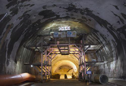 五老峰隧道进口 (2)