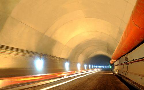 五老峰隧道进口右幅二衬混凝土衬砌