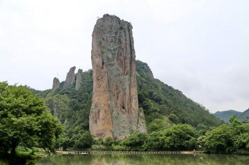 鼎湖峰。记者沈贞海 摄