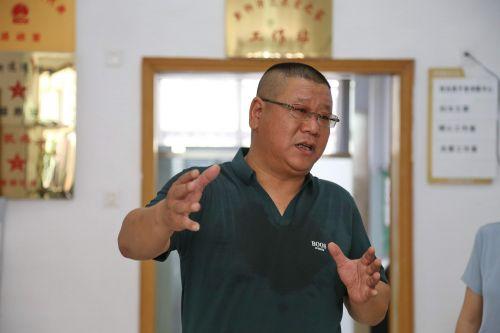 新狮街道党工委书记蒋震中介绍