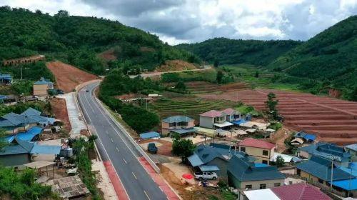 云南孟连:公路通畅铺就小康路