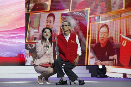 现场采访《阿虎师傅》的主人公胡阿虎