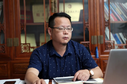 东阳市红木家具行业协会常务副会长、东阳红木家具市场总经理曹伟