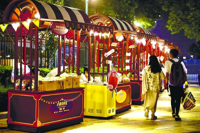 上海迪士尼小镇首开夜市,即日起至8月30日,等你来嗨