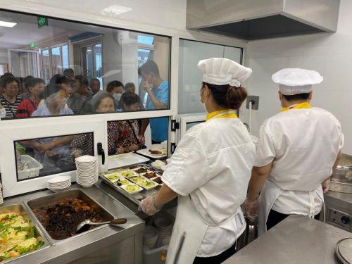 老城区新开助餐点 奉贤南桥源长者食堂提前试运行
