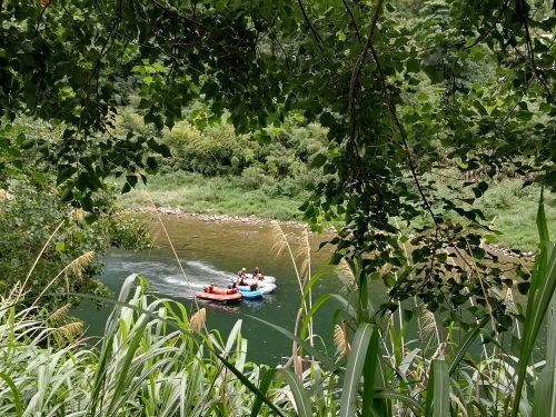 某专业救援队正在大均水域进行水域救援演练。记者沈贞海 摄