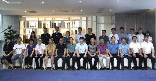 中国白酒行业知识创新研讨会在蓉成功召开
