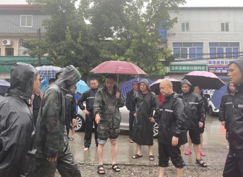 广汉市小汉镇众志成城,齐心协力,奋力夺取抗洪抢险救灾全面胜利