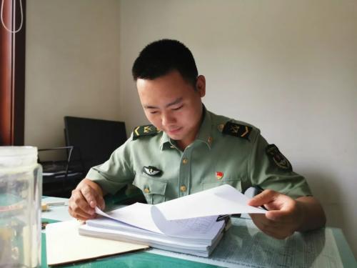 4、在陆军装甲兵学院工作中的小丁