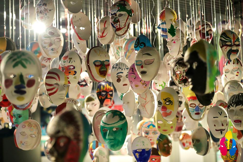 """2020国际创意面具跨界艺术展在上海开幕 展现3000多张""""人类文化的面孔"""""""