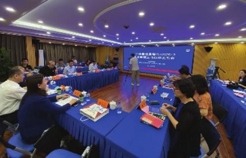 专家就京津冀区域协同治理的进展与趋势展开讨论。中国经济导报记者程晖/摄