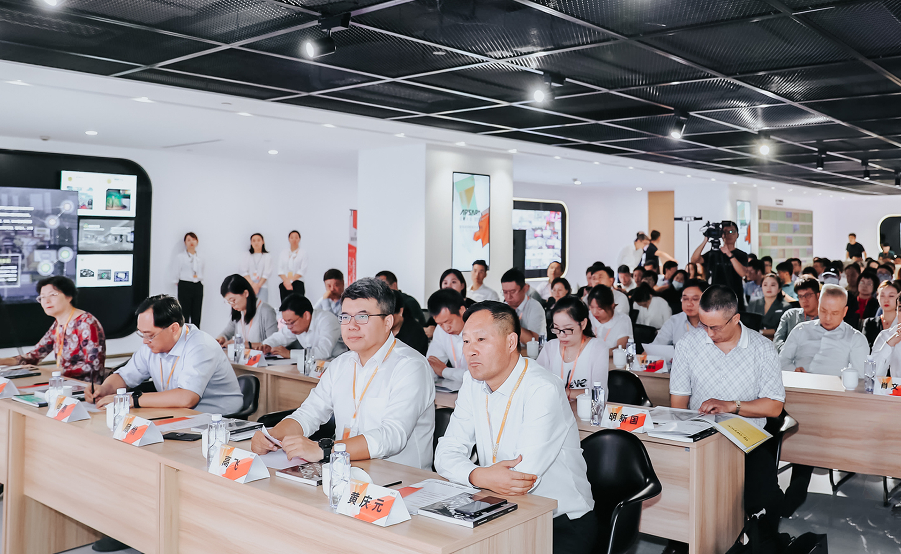 此次活动由阿里巴巴集团主办,上海市经济和信息化委员会、奉贤区人民政府作为指导单位,上海爱企网络科技有
