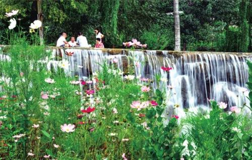 灵寿漫山花溪谷景区。河北灵寿县委宣传部/供图
