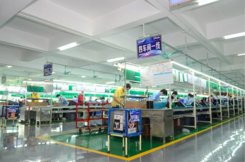 顺德小家电产业带的工厂内,工人们正忙碌地为天猫双11备货