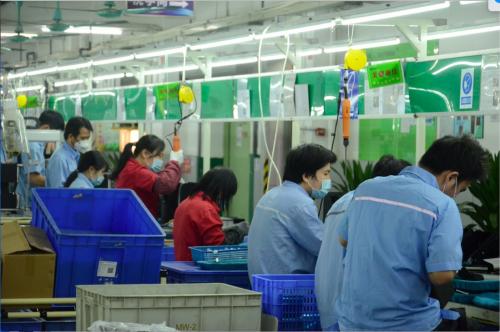 位于顺德的广东新宝电器公司工人正为天猫双11紧张备货