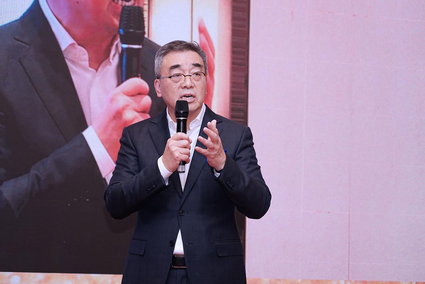 海派油画艺术家兼金臣·亦飞鸣美术馆执行馆长陈逸鸣在开幕式上致辞。