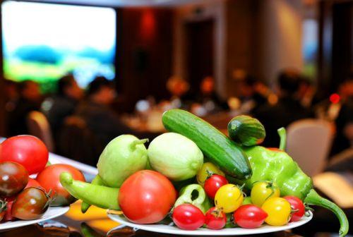 """国内顶尖专家、地方政府共话""""线上菜篮子"""" 新电商推动产销对接助力蔬菜上行"""