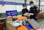 """15000件假名牌在黄埔海关被查获 涉及""""CHANEL"""""""