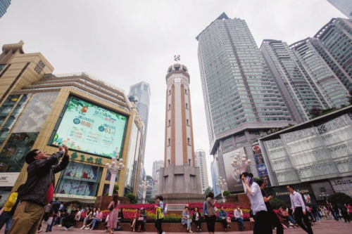 重慶解放碑步行街。(資料圖片)中國經濟導報記者苗露/攝