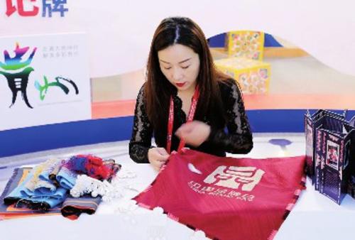 贵州传统苗绣展示。