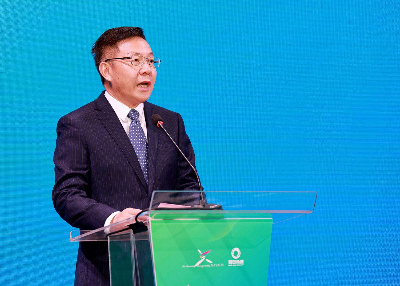 奉贤区委常委、副区长顾耀明在会上致辞。