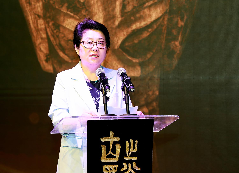 3、上海市文化和旅游局副局长程梅红说,沉睡数千年,一醒惊天下,相信此次展览将为上海乃至长三角地区带来