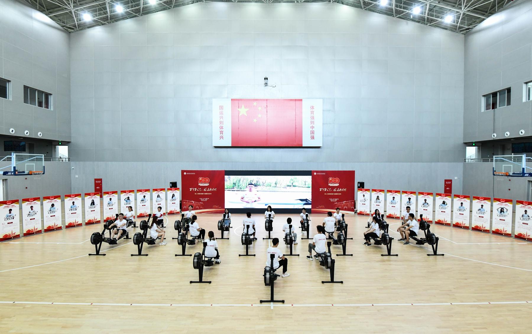 """上海立信举行""""百年百公里""""红色桨手接力活动"""