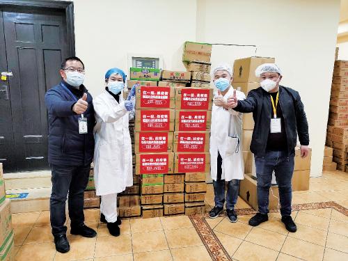 """在新冠肺炎疫情初期,恒基兆业""""抗疫基金""""向湖北省逾 10 万名医护和新冠肺炎患者赠送共逾 150 万份健康食品、中药冲剂和补充剂,支援医患抗疫。"""