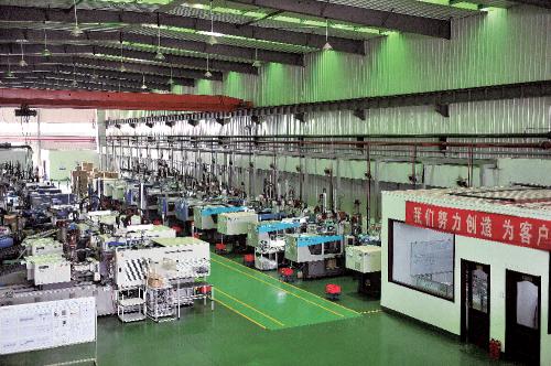 华源集团磨具注塑生产车间。华源集团 供图
