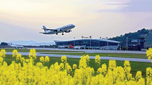 四川省巴中市首个机场——恩阳机场,目前已经陆续开通10 余条航线。张学金 摄