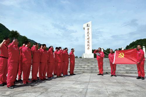 用好内部红色资源,开展重温入党誓词、主题党日活动等学习体验活动,传承石油精神、弘扬石化传统。
