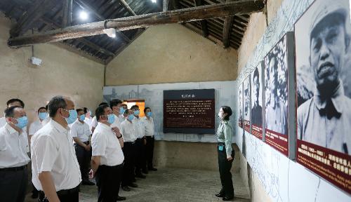 集团公司党员干部赴蔡洼淮海战役总前委旧址开展革命传统教育。
