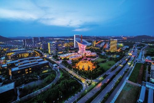 """武汉""""中国光谷""""国家光电子产业基地。湖北省发展改革委/供图"""