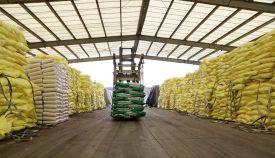化肥保供稳价:允许化肥企业开足马力生产,允许一定条件下A、B级化肥生产企业按民生保障类企业管理