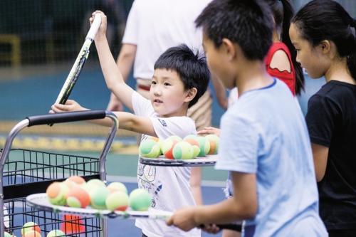 """""""双减""""政策减少了学生课外文化课培训,增加了素质培训。图为北京某学校的校外体育课堂。中国经济导报记者苗露/摄"""
